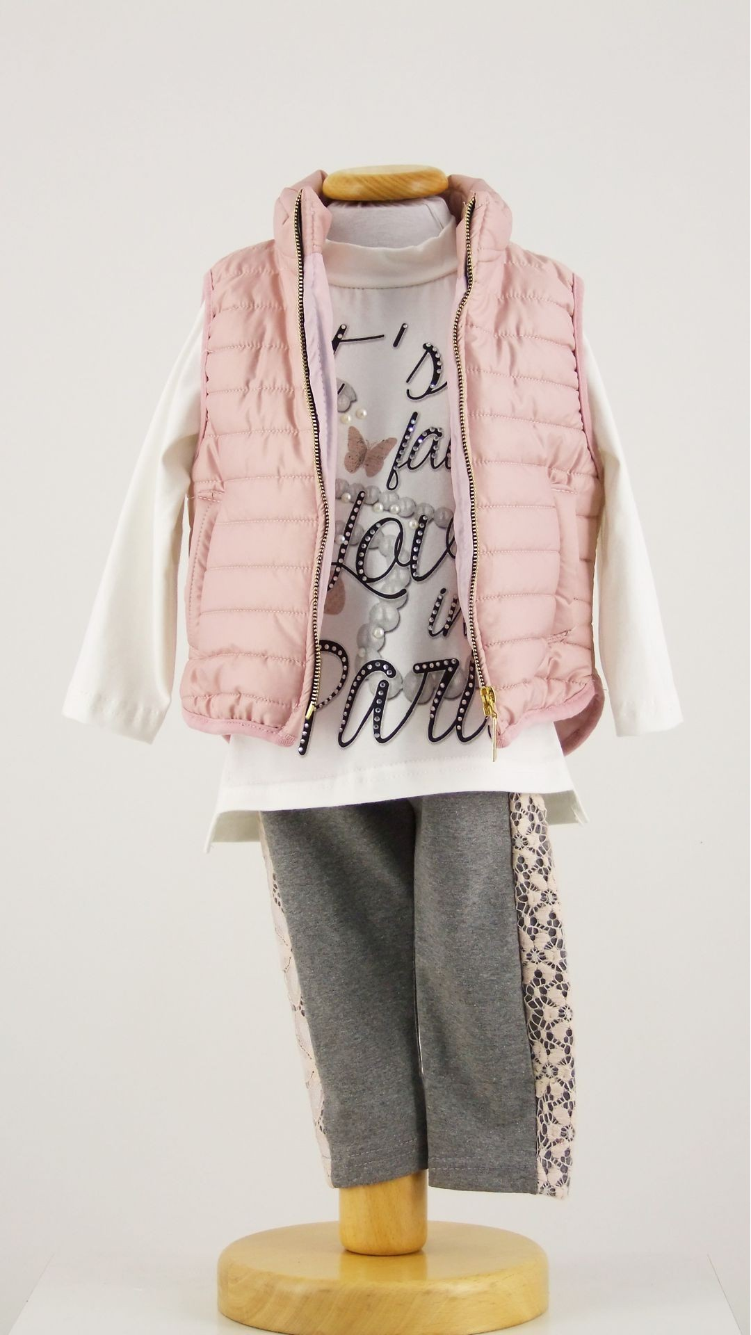 Abbigliamento per neonata da 0 a 24 mesi firmato Il Gufo: scopri tutte le collezioni e i deliziosi capi di abbigliamento per neonate online e nelle migliori boutique.