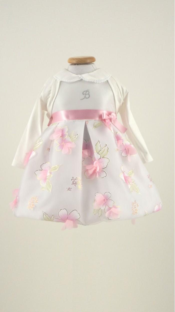 Benetton propone un catalogo di abbigliamento neonata ricco di capi e accessori garantiti dall'etichetta